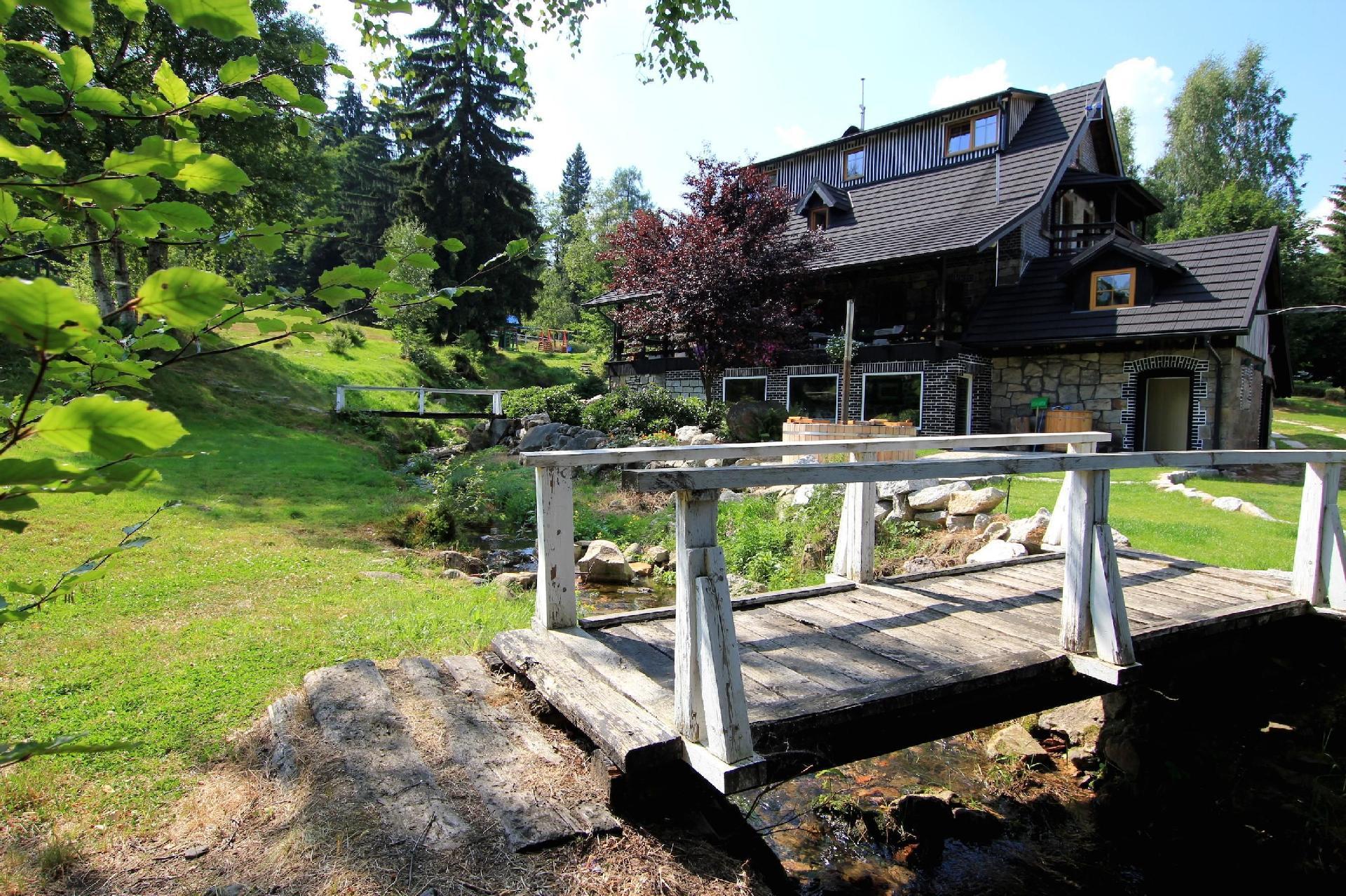 Ferienhaus mit Privatpool für 27 Personen ca.   Riesengebirge Polen