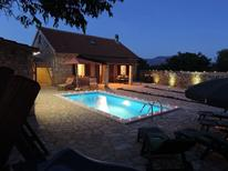 Ferienhaus 1010556 für 8 Personen in Drniš
