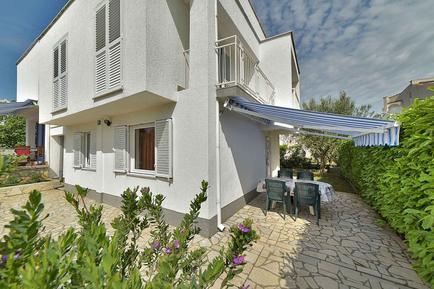 Für 3 Personen: Hübsches Apartment / Ferienwohnung in der Region Krk