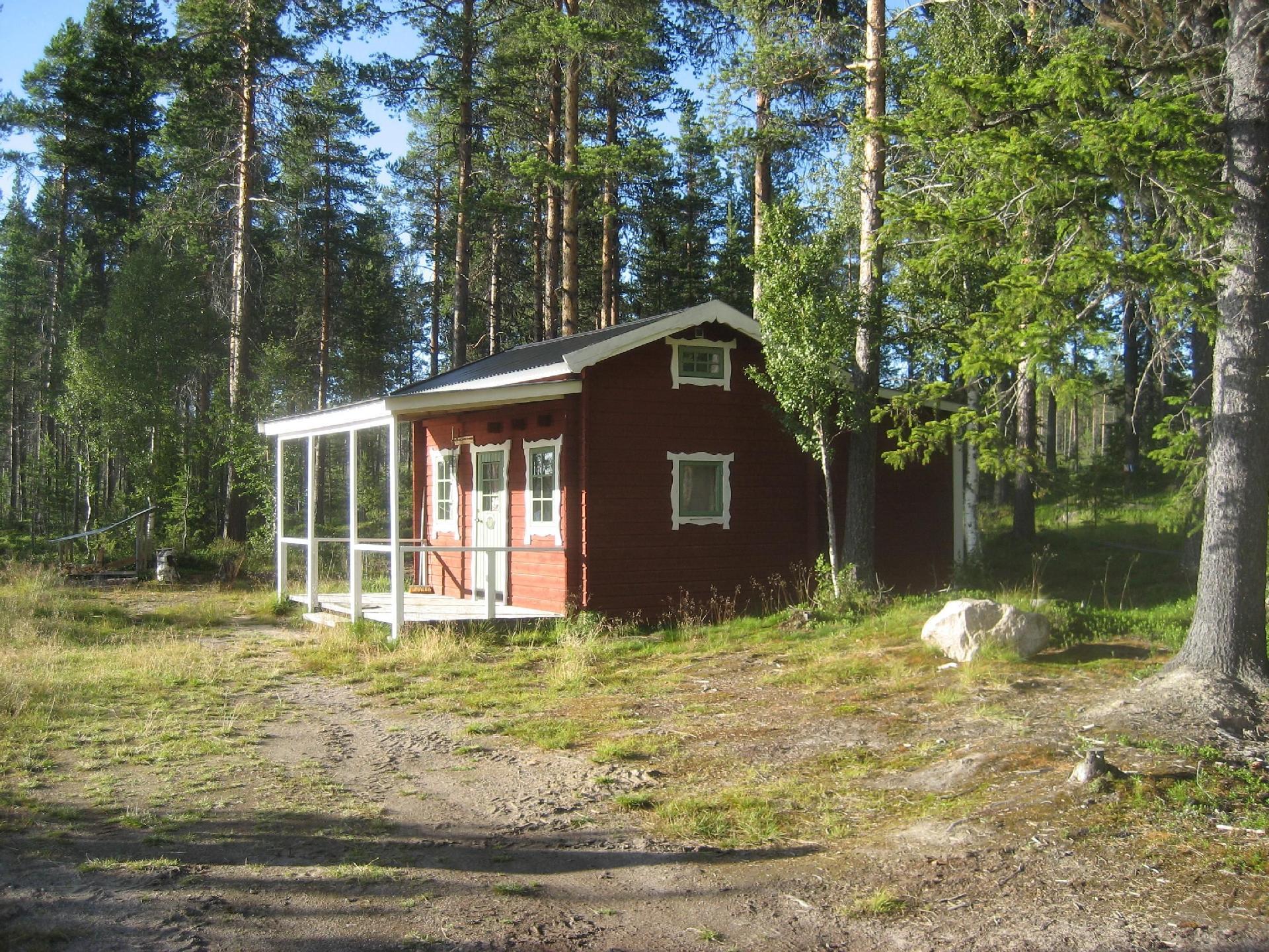 Kleines Haus mit Terrasse Grillplatz Ruderboot Trockentoilette und gemeinschaftlicher Holzofen Sauna direkt See gelegen genießen Sie die Lage inmitten der Natur zum Abschalten und Ausspannen