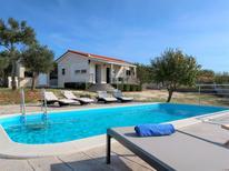 Casa de vacaciones 1024265 para 5 personas en Okrug Gornji