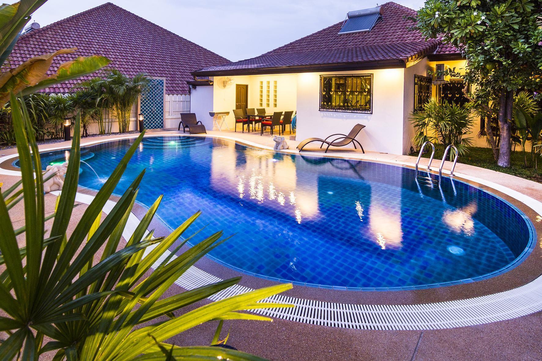 Ferienhaus mit Privatpool für 8 Personen ca.   in Asien und Naher Osten