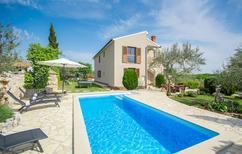 Vakantiehuis 1137567 voor 8 personen in Perini