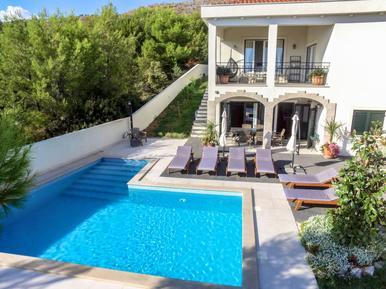 Gemütliches Ferienhaus : Region Trogir für 10 Personen