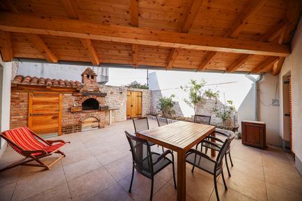 Für 7 Personen: Hübsches Apartment / Ferienwohnung in der Region Šibenik-Knin