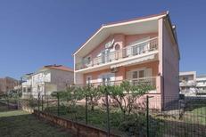 Ferienwohnung 1159129 für 5 Personen in Kaštel Novi