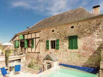 Vakantiehuis 1167546 voor 14 personen in Coubjours-Journiac