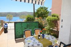 Ferienwohnung 1176170 für 4 Personen in Poljica bei Trogir