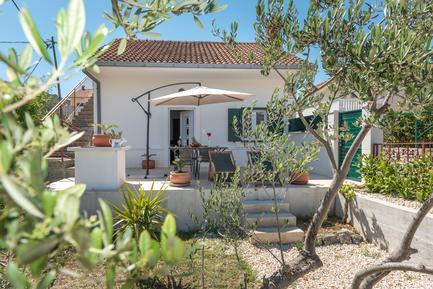 Gemütliches Ferienhaus : Region Split-Dalmatien für 7 Personen