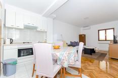 Appartement 1183761 voor 4 personen in Makarska