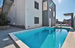 Appartement 1187293 voor 6 personen in Makarska