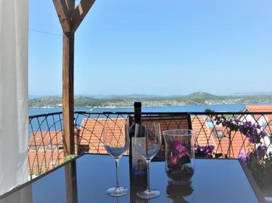 Gemütliches Ferienhaus : Region Sibenik für 5 Personen