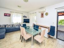 Vakantiehuis 1211980 voor 8 personen in Maslenica