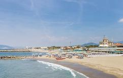 Ferienhaus 1221742 für 6 Personen in Marina Di Massa
