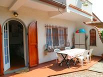 Vakantiehuis 1221966 voor 5 personen in Marina Di Massa