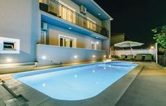 Appartement 1230882 voor 10 personen in Trogir