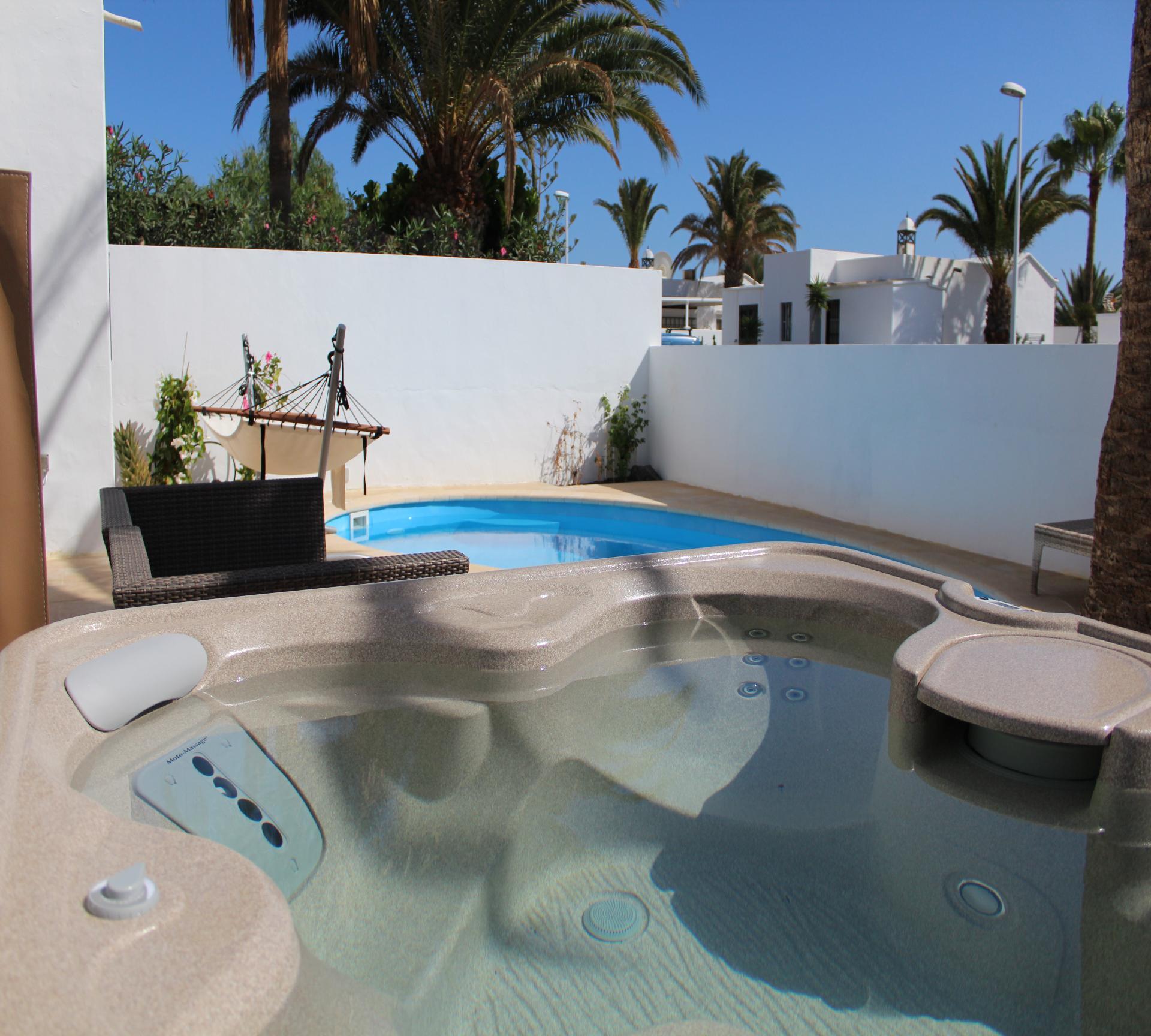 Hochwertige Villa mit Pool, Sauna und Whirlpool, M