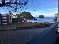 Casa de vacaciones 1252481 para 2 adultos + 2 niños en Porto da Cruz