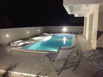 Ferienwohnung 1258539 für 4 Personen in Privlaka