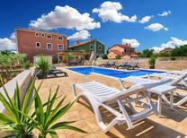 Ferienwohnung 1259300 für 5 Personen in Valbandon