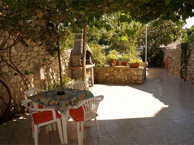 Für 3 Personen: Hübsches Apartment / Ferienwohnung in der Region Losinj