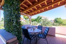 Appartement 1266701 voor 4 personen in Preko