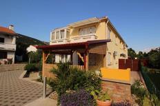 Appartement 1267562 voor 6 personen in Baška