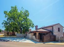 Ferienhaus 1269914 für 8 Personen in Mihatovici