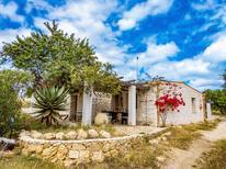 Ferienhaus 1271016 für 2 Erwachsene + 2 Kinder in Lido Di Noto