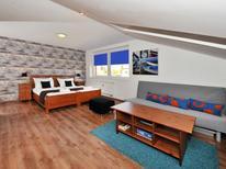Appartement 1282845 voor 2 personen in Velký Slavkov