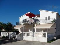 Appartement 1283494 voor 6 personen in Primošten Burnji