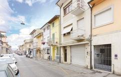 Ferienwohnung 1294686 für 4 Erwachsene + 1 Kind in Viareggio