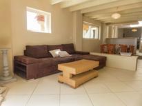 Villa 1294786 per 10 persone in Loupia