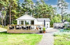 Vakantiehuis 1301221 voor 4 volwassenen + 2 kinderen in Yngsjö