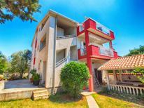 Appartement 1310932 voor 6 personen in Peroj