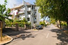 Semesterlägenhet 1315549 för 5 personer i Kaštel Novi