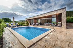 Vakantiehuis 1323393 voor 8 personen in Zrnovo