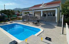 Ferienhaus 1326612 für 8 Personen in Kaštela