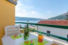 Ferienwohnung 1327987 für 4 Personen in Poljica bei Trogir