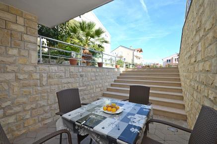 Für 4 Personen: Hübsches Apartment / Ferienwohnung in der Region Šibenik-Knin
