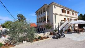 Semesterlägenhet 1334652 för 6 personer i Dobrinj