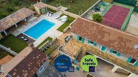 Maison de vacances 1335052 pour 8 adultes + 2 enfants , Gornje Rastane