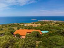 Ferienhaus 1339778 für 12 Personen in Isola Rossa