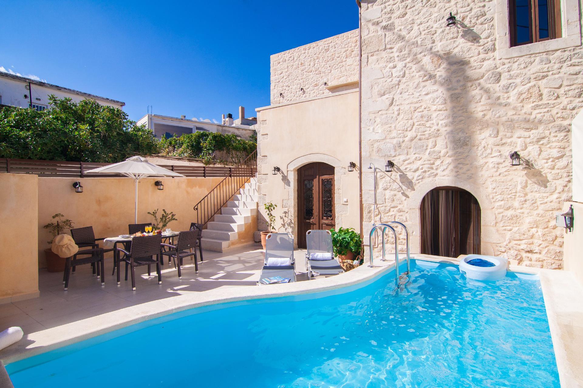 Ferienhaus mit Privatpool für 8 Personen ca.    Kreta