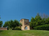 Ferienwohnung 1344411 für 6 Personen in San Donato in Collina