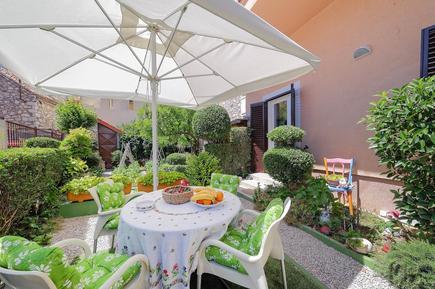 Für 3 Personen: Hübsches Apartment / Ferienwohnung in der Region Sibenik