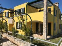 Appartement 1349794 voor 6 personen in Bašanija