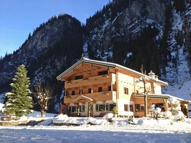 Gemütliches Ferienhaus : Region Mayrhofen für 30 Personen