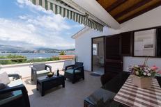 Appartement 1353549 voor 5 personen in Okrug Gornji