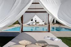 Villa 1368807 per 8 persone in Sant Llorenç de Balàfia
